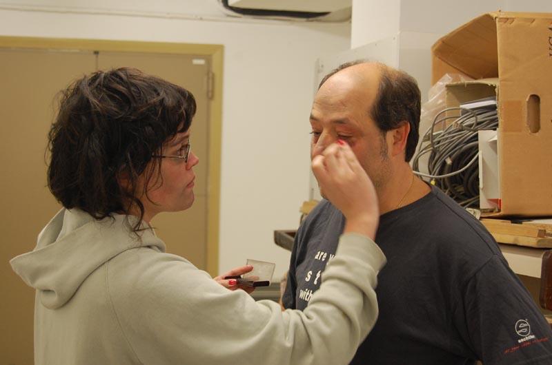 Ainhoa maquillando a Rafa.